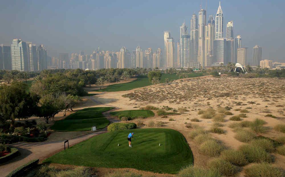 Départ avec vue sur Dubaï golf d'Emirates Majlis aux Emirats Arabes Unis