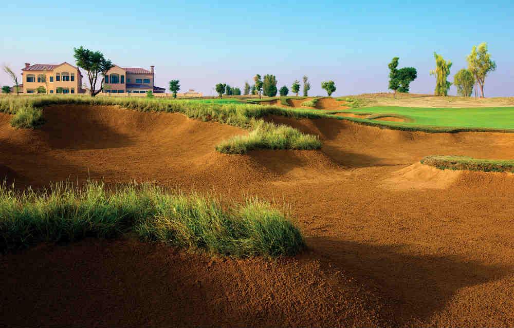 Large bunker golf à Dubai pour votre sejours avec votre Pro