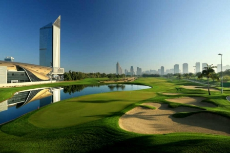 Lac et Fairways Emirates Faldo golf à Dubai aux Emirats Arabes Unis