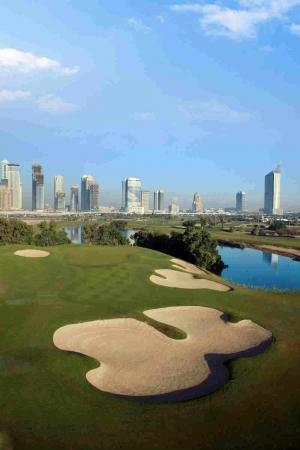 Lac et bunker Emirates Faldo golf à Dubai aux Emirats Arabes Unis